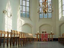 De Nicolaïkerk deelt haar tuin met het Centraal Museum voor een samenzijn na afloop